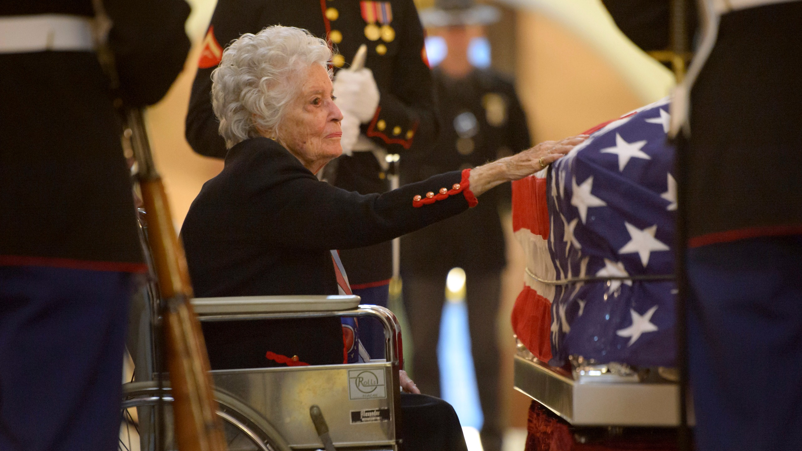 Annie Glenn, widow of former astronaut and Senator John Glenn, pays her respects to her late husband as he lies in repose, under a United States Marine honor guard, in the Rotunda of the Ohio Statehouse December 16, 2016 in Columbus, Ohio. (Bill Ingalls/NASA via Getty Images)