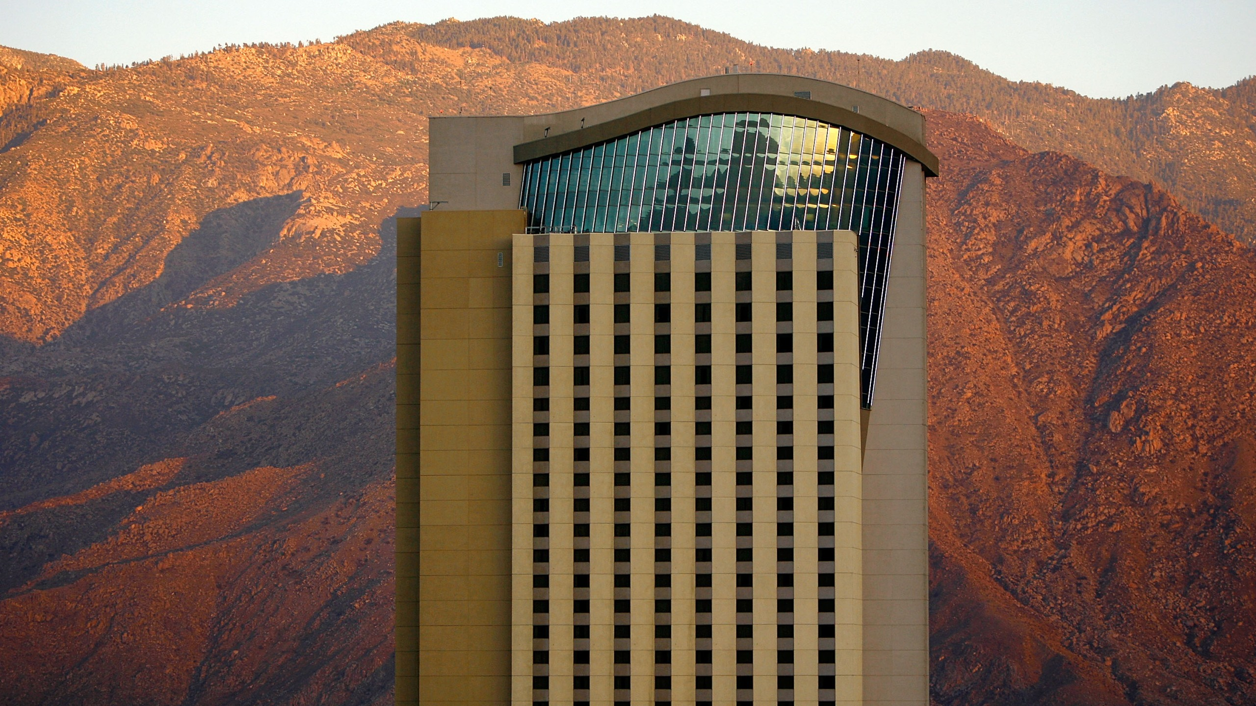 The Morongo Casino Resort and Spa in Cabazon is seen with the San Jacinto Mountains on June 29, 2007. (David McNew / Getty Images)
