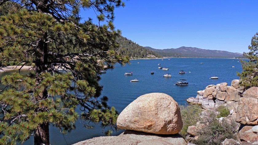 Big Bear Lake, a mountain resort town, has announced that it will stop communicating and enforcing the governor's stay-at-home order.(Rosemary McClure / Los Angeles Times)