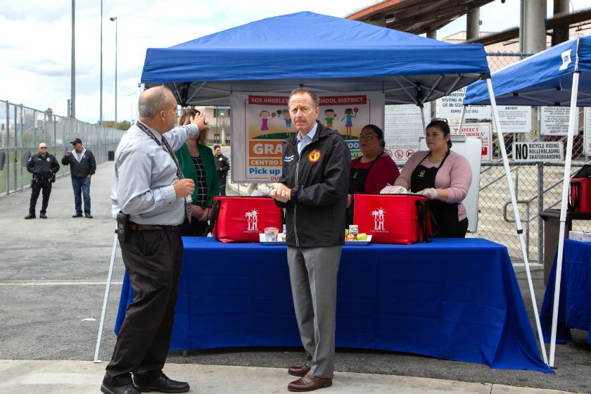 L.A. Schools Supt. Austin Beutner, center, tours a grab-and-go food center at John Liechty Middle School in downtown Los Angeles.(Gabriella Angotti-Jones / Los Angeles Times)