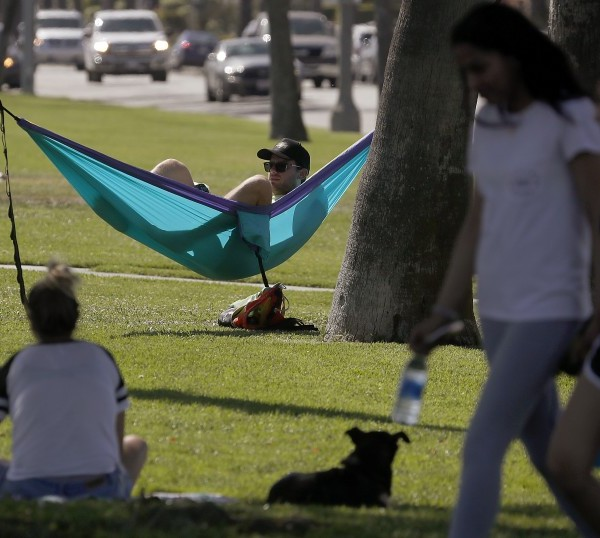 Jeremy Moskovitz practices physical distancing along with other visitors to Bluff Park in Long Beach in early May. (Luis Sinco / Los Angeles Times)