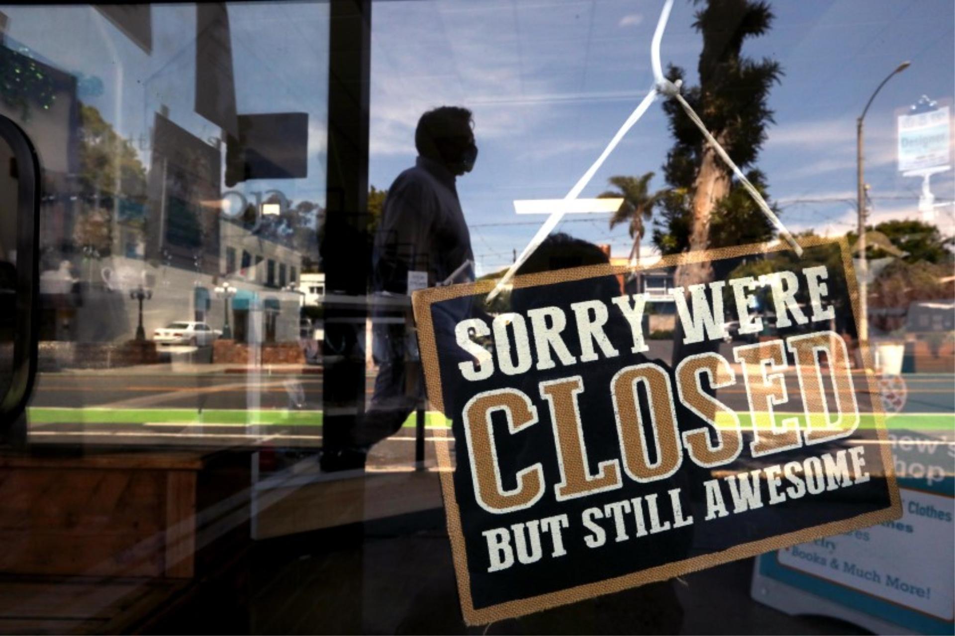A closed sign in St. Matthew's Thrift Shop along Main Street in Santa Monica.(Genaro Molina / Los Angeles Times)