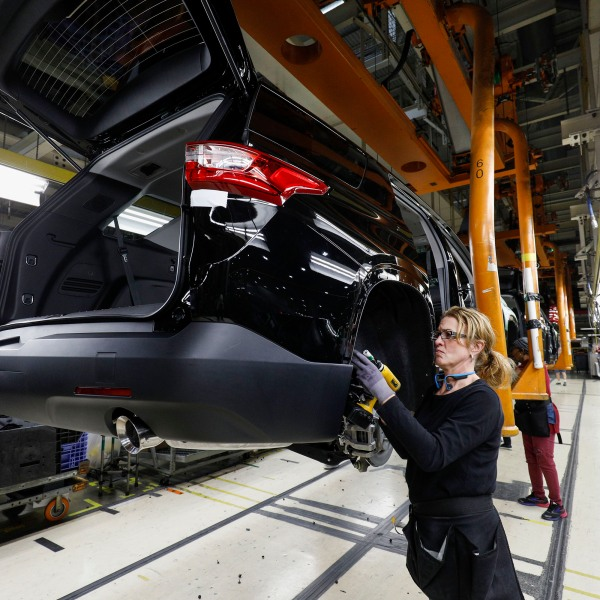 General Motors Chevrolet Traverse and Buick Enclave vehicles go through the assembly line at the General Motors Lansing Delta Township Assembly Plant on February 21, 2020 in Lansing, Michigan. (Bill Pugliano/Getty Images)