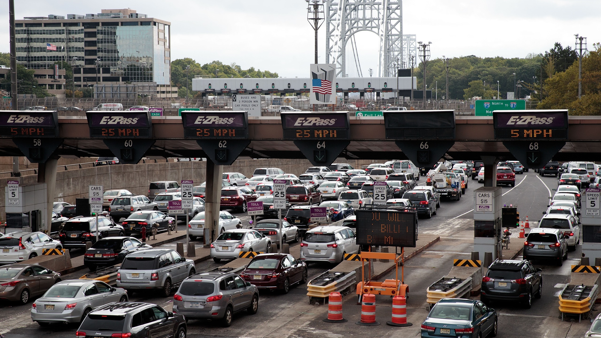 Traffic approaches the George Washington Bridge, September 7, 2016 in Fort Lee, New Jersey. Jury selection begins on Thursday for the New Jersey 'Bridgegate' trial. Two former allies of New Jersey Governor Chris Christie stand accused of intentionally causing traffic gridlock in Fort Lee during morning rush hour for a week in September 2013. (Drew Angerer/Getty Images)