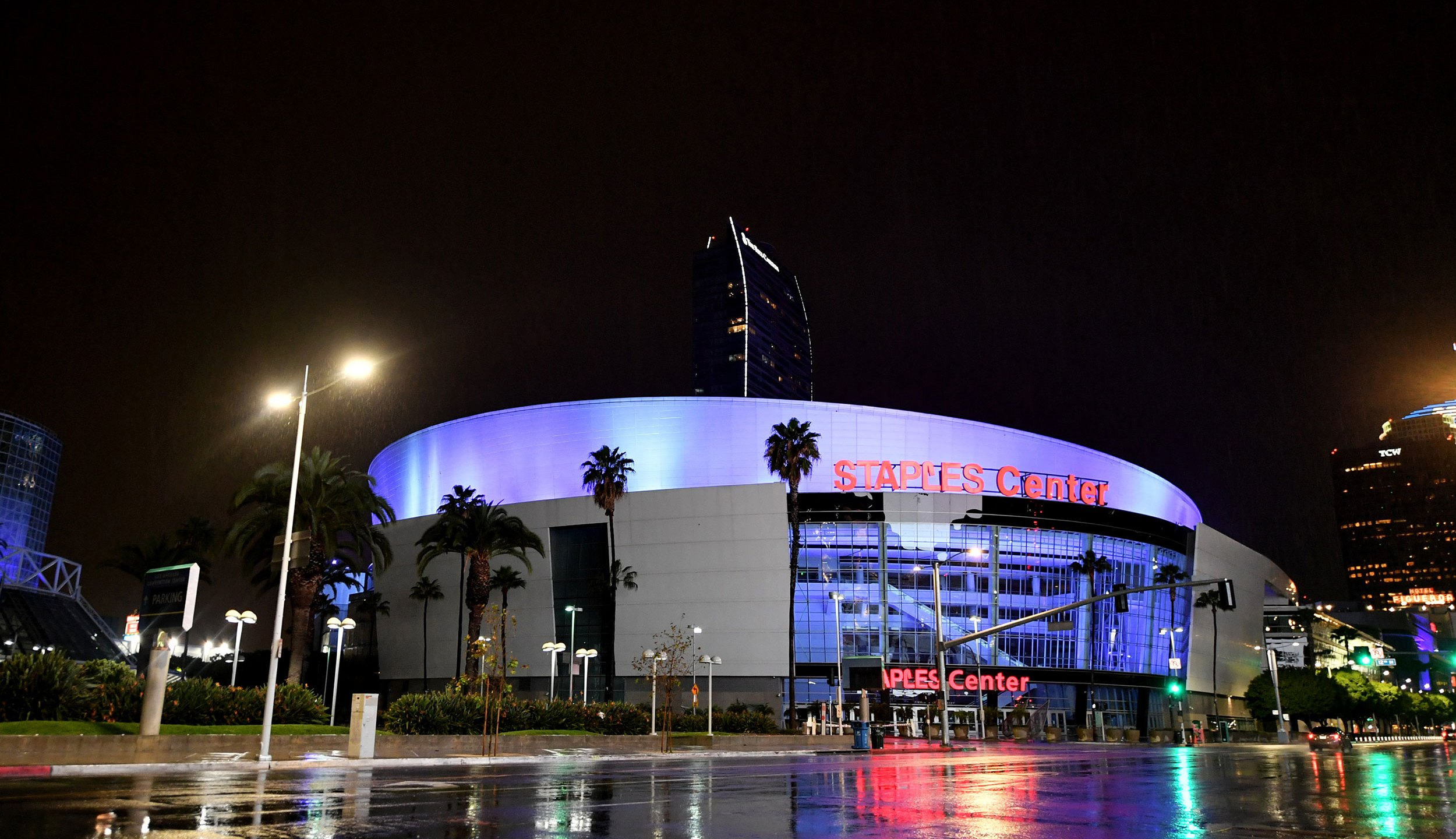 Staples Center is illuminated in blue lights during the coronavirus pandemic on April 09, 2020. (Amy Sussman/Getty Images)