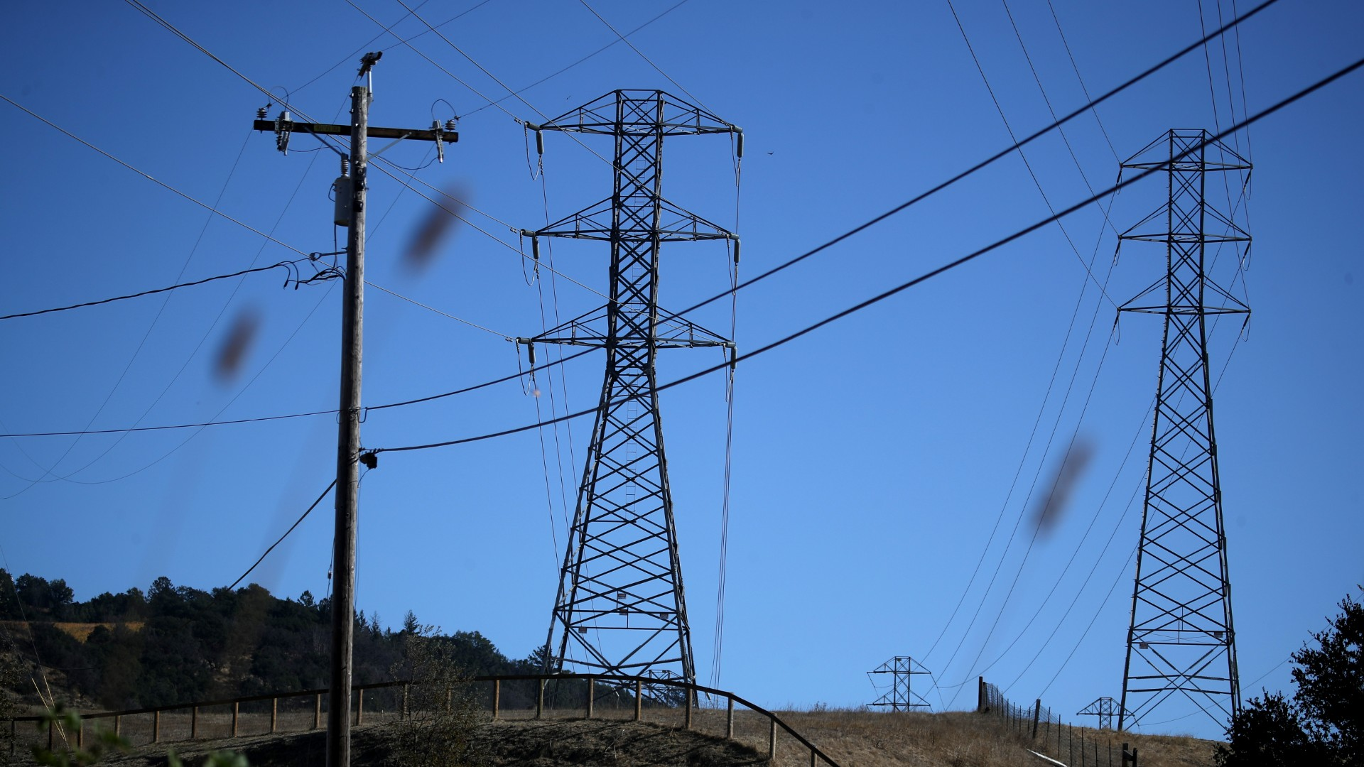 A view of power lines during a Pacific Gas and Electric (PG&E) public safety power shutoff on November 20, 2019 in Santa Rosa, California. PG&E has cut power to over 450,000 residents throughout Northern California as extremely windy and dry conditions are increasing the risk of catastrophic wildfires. (Justin Sullivan/Getty Images)