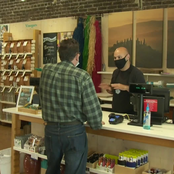 A customer shops at Vom Fass in Ventura after the store was allowed to reopen on May 21, 2020. (KTLA)