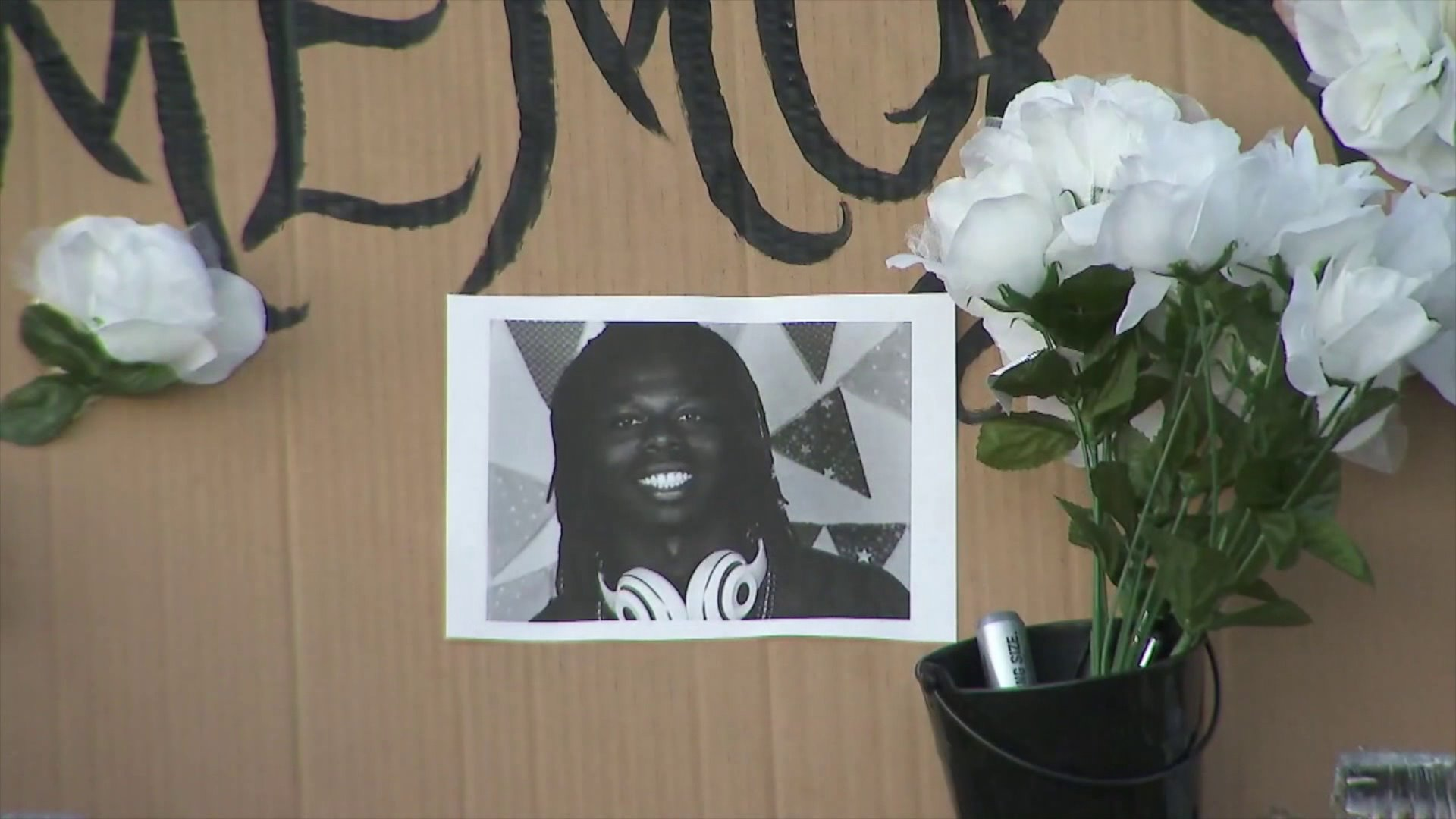 A memorial is held for Robert Fuller in Santa Clarita on June 20, 2020. (KTLA)