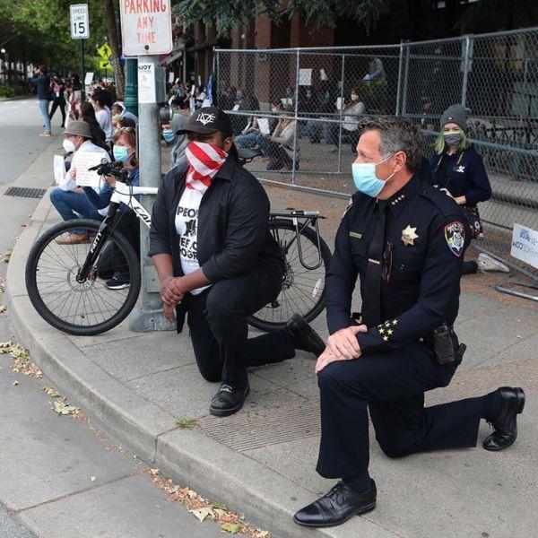 Police Chief Andy Mills takes a knee with protestors in Santa Cruz. (Shmuel Thaler)