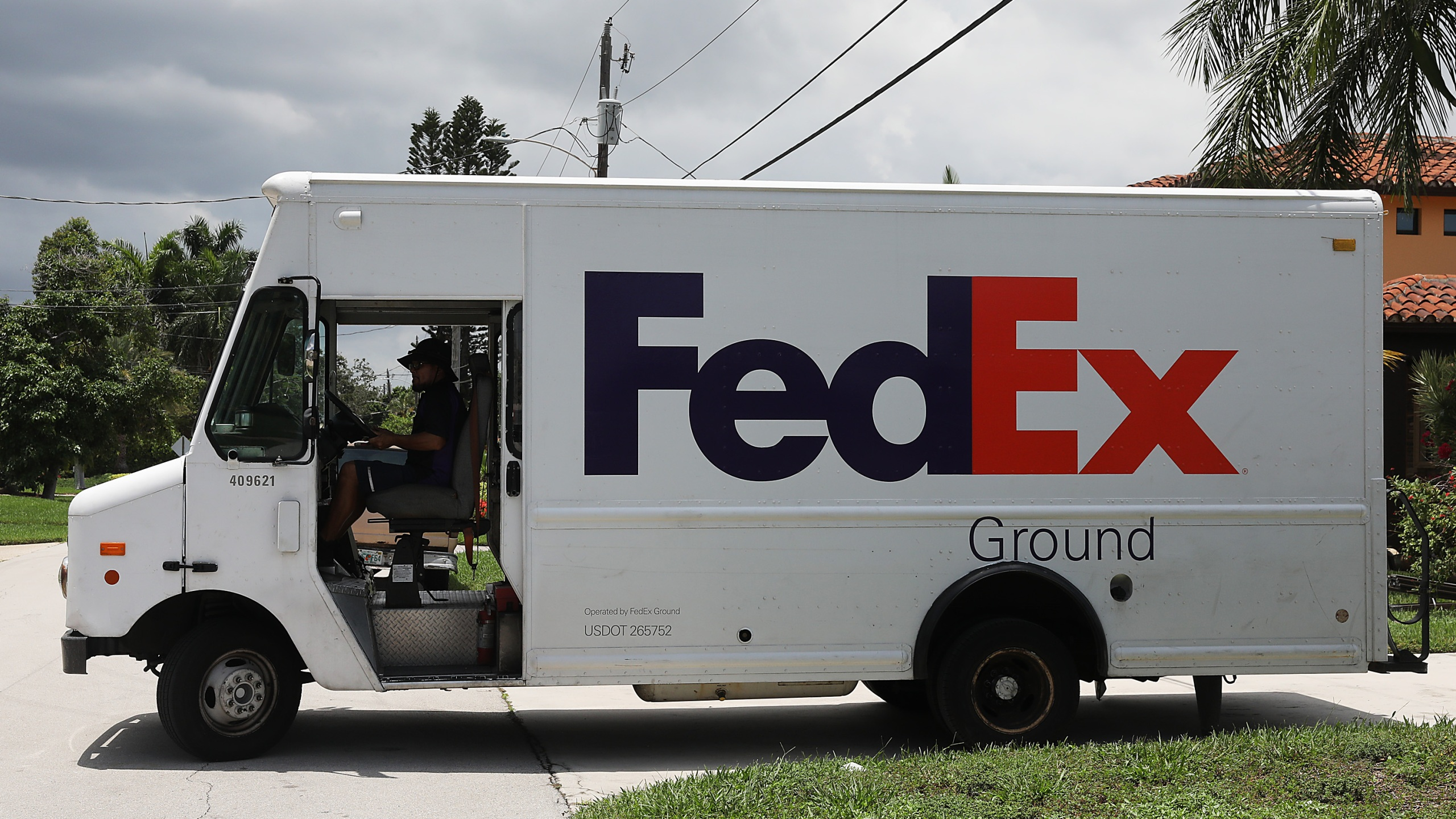 A FedEx delivery truck is seen on August 07, 2019 in Fort Lauderdale, Florida. (Joe Raedle/Getty Images)