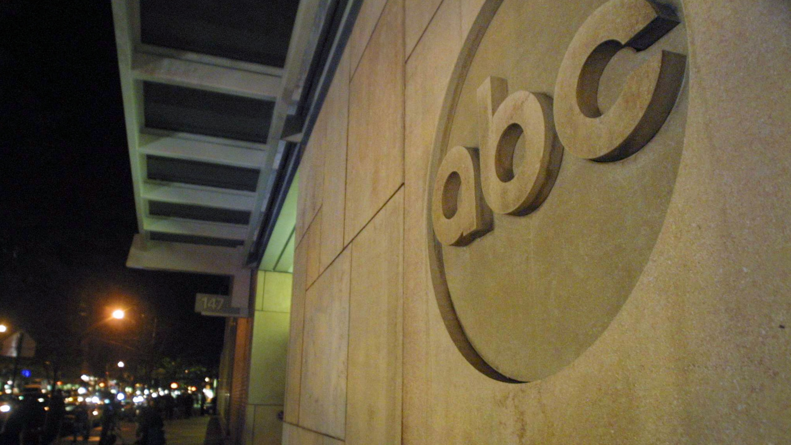 The ABC logo is displayed outside ABC News headquarters after an anthrax scare October 15, 2001, in New York City. (Mario Tama/Getty Images)