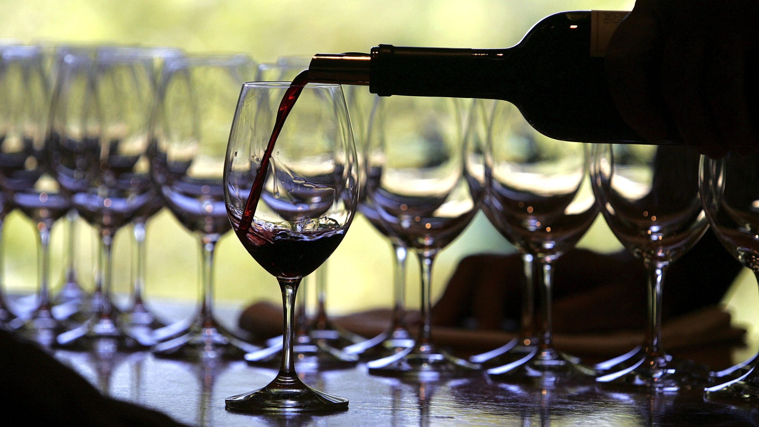 A worker at St. Supery winery pours a glass of wine for a tasting September 20, 2006 in Rutherford(. (Justin Sullivan/Getty Images)