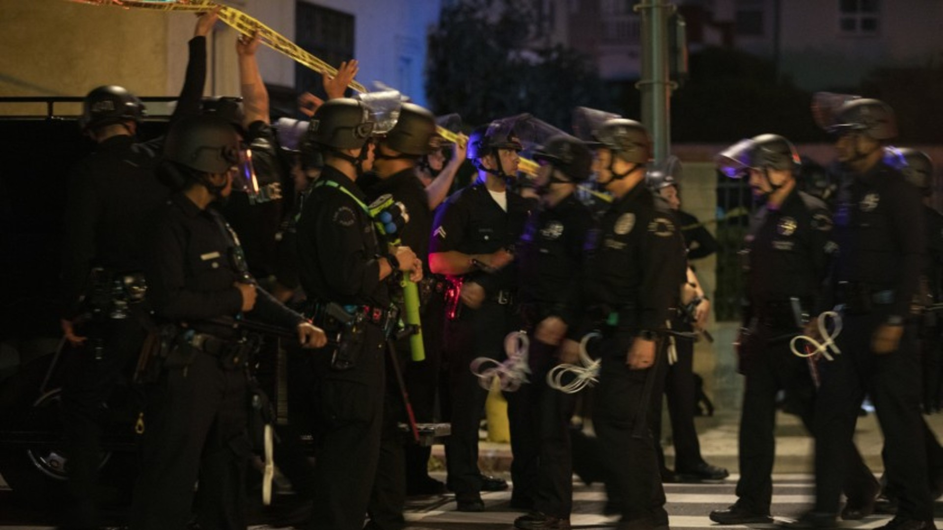 Los Angeles police officers arrive to arrests protesters for curfew violations after a day of peaceful rally sparked by the death of George Floyd. (Francine Orr/Los Angeles Times)