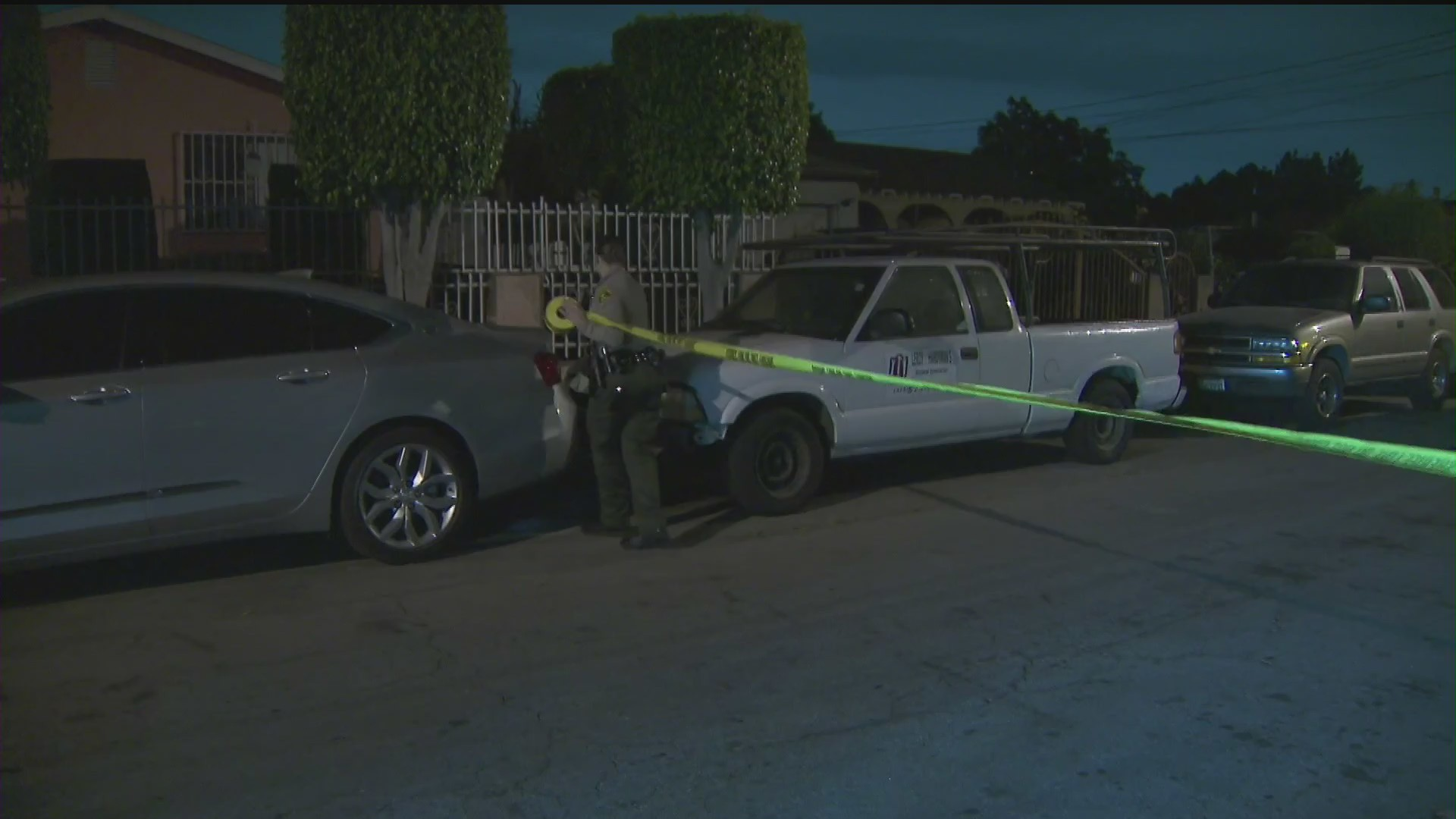 Authorities investigate a fatal shooting in the Willowbrook area on June 17, 2020. (KTLA)