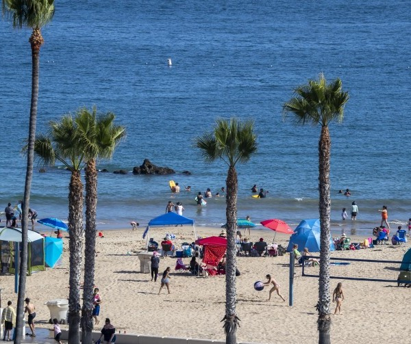 Corona del Mar State Beach in Newport Beach draws a crowd on June 22, 2020.(Allen J. Schaben / Los Angeles Times)