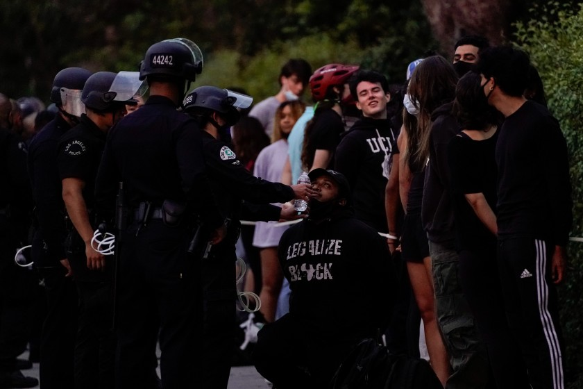 People being arrested by law enforcement amid protests in Los Angeles wait to be processed by officers on a Wilshire Boulevard sidewalk June 1, 2020, in Westwood.(Kent Nishimura / Los Angeles Times)
