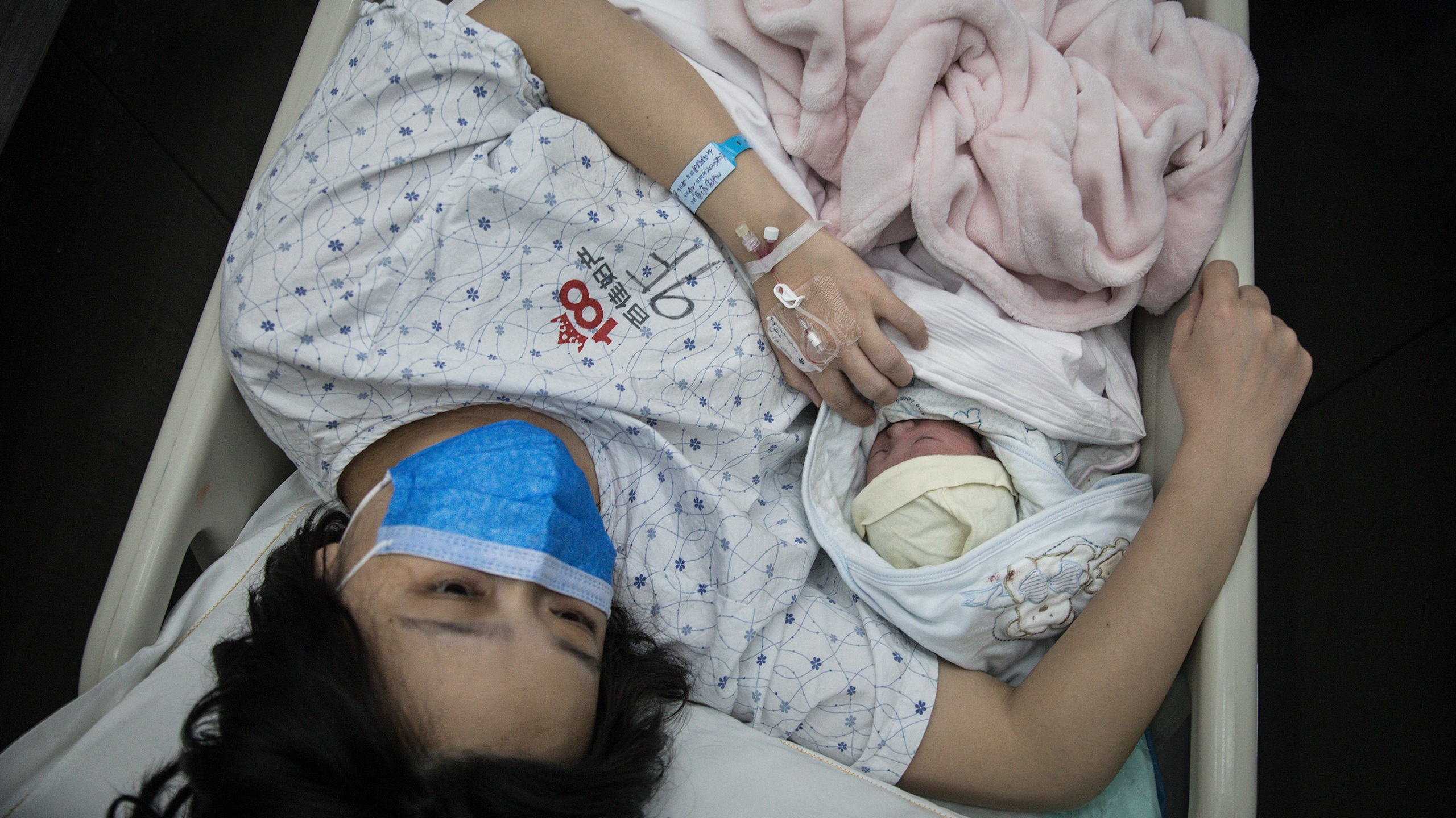 A pregnant woman and her newborn baby are transferred by a nurse on February 21, 2020 in Wuhan, Hubei, China. (Getty Images)