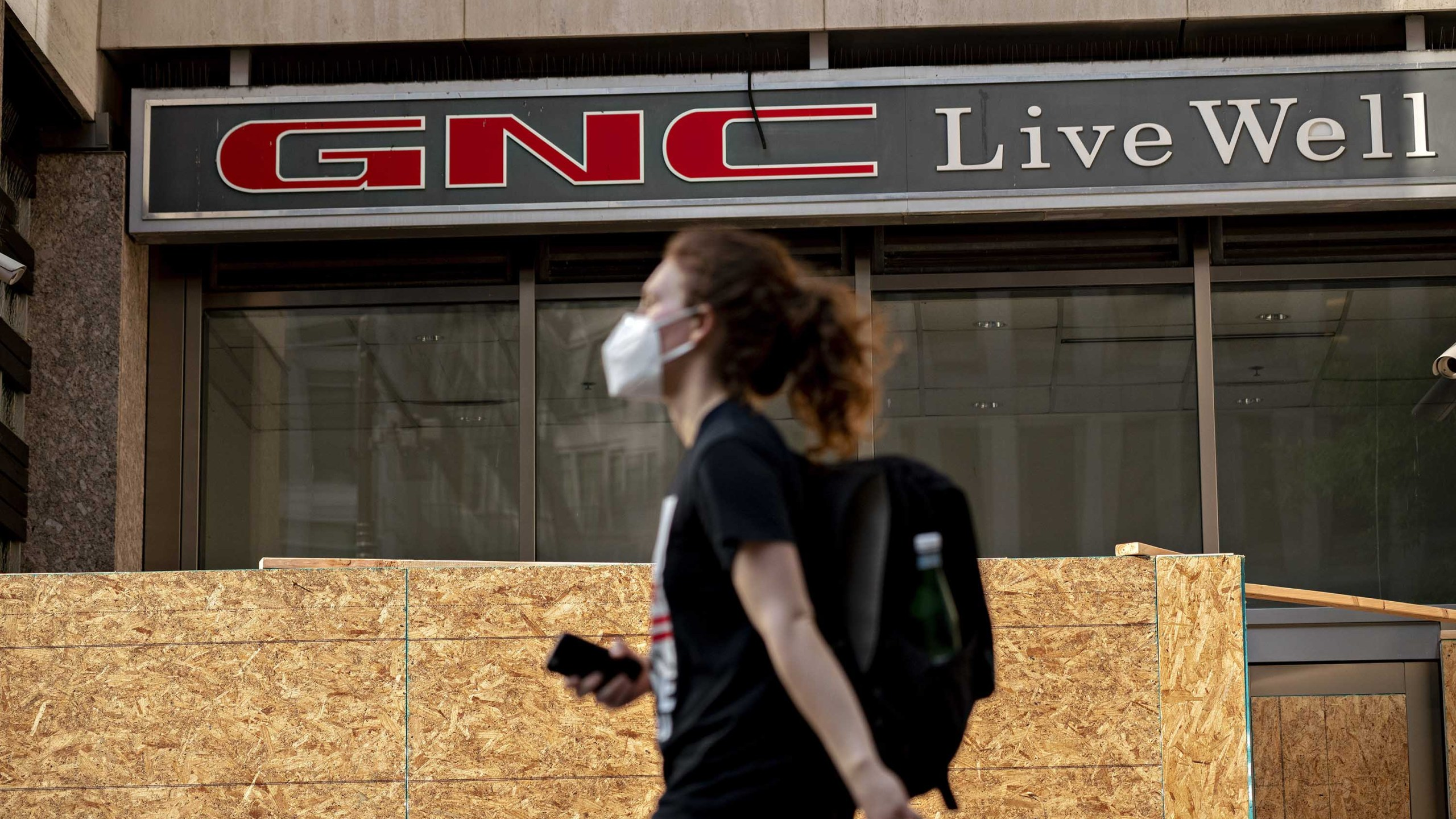 GNC files for bankruptcy and will close up to 1,200 stores. (Andrew Harrer/Bloomberg/Getty Images via CNN Wire)