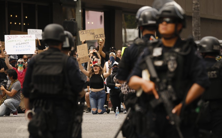 LAPD officers surround protesters on June 2, 2020 in Hollywood.(Al Seib/Los Angeles Times)