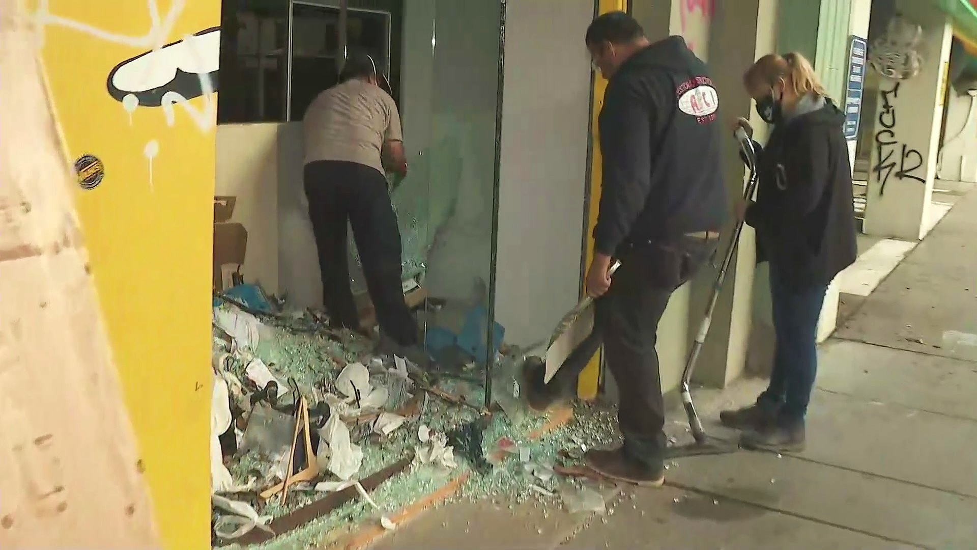 People were out cleaning up businesses in Santa Monica on June 1, 2020. (KTLA)