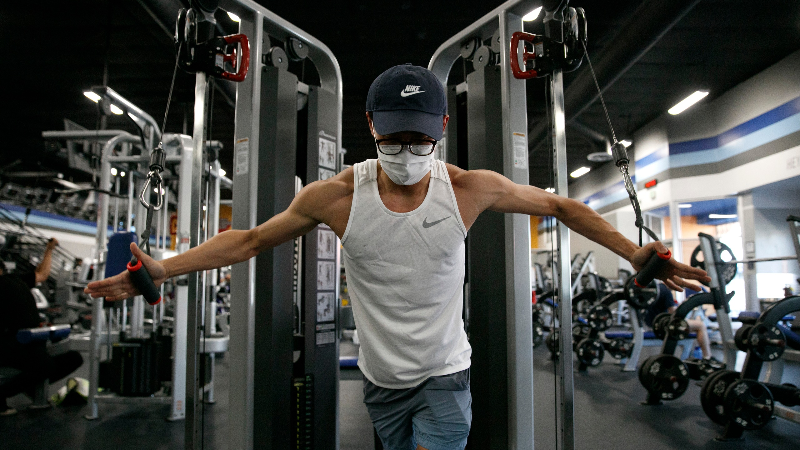 A man wears a mask while working out at a gym in Los Angeles, on June 26, 2020. (AP Photo/Jae C. Hong)