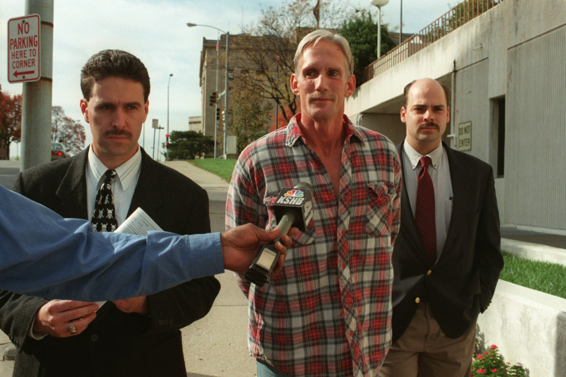 In this 1998 photo, Wesley Ira Purkey, center, is escorted by police officers in Kansas City, Kansas, after he was arrested in connection with the death of 80-year-old Mary Ruth Bales. (Jim Barcus/The Kansas City Star via AP)