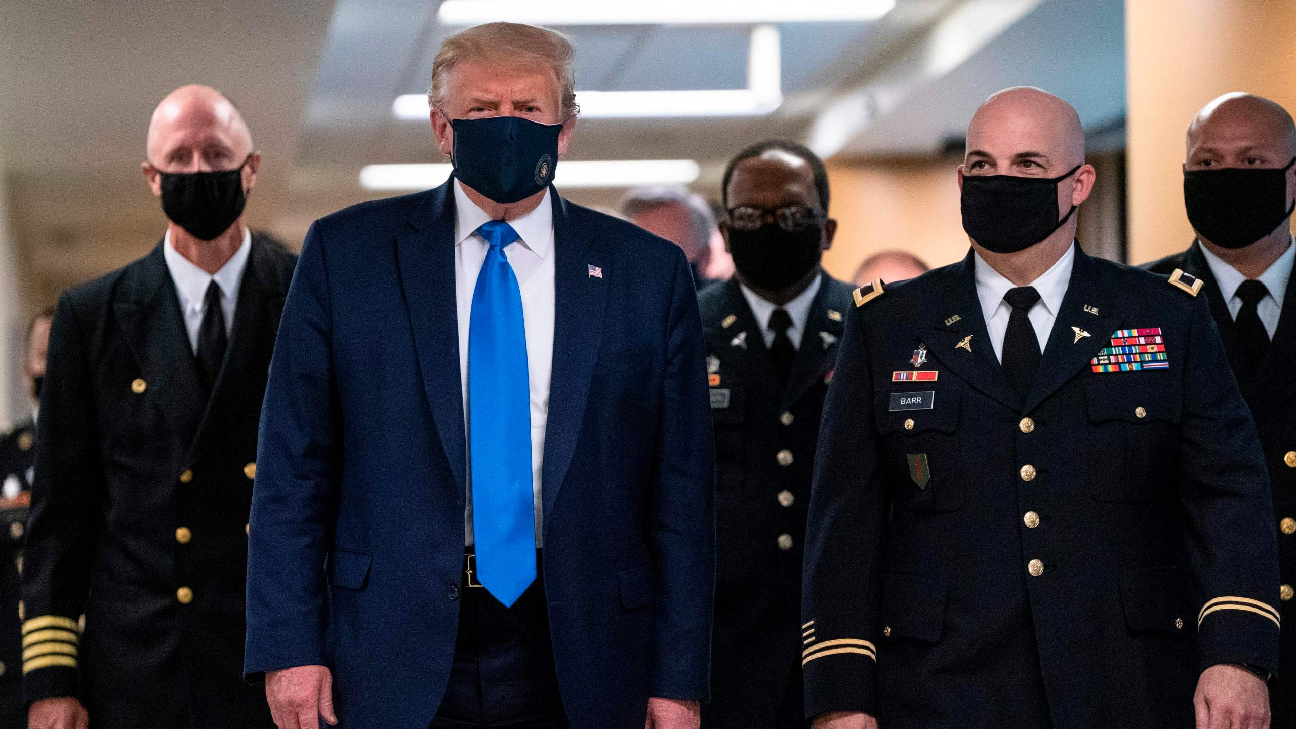U.S. President Donald Trump wears a mask as he visits Walter Reed National Military Medical Center in Bethesda, Maryland' on July 11, 2020. (ALEX EDELMAN / AFP via Getty Images)