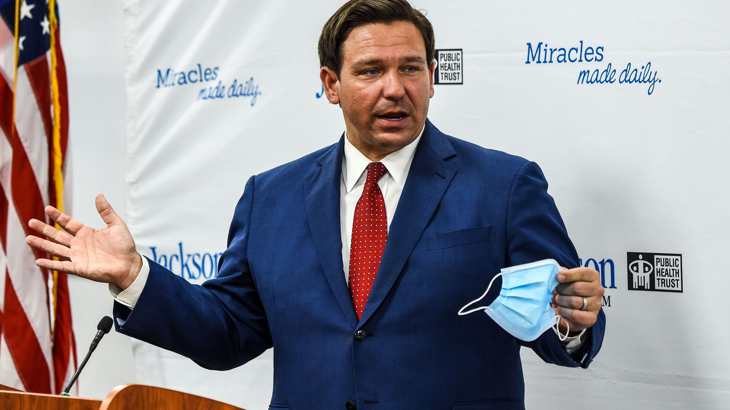 5 000 Healthcare Workers Call On Florida Gov Ron Desantis To Issue A State Wide Mask Order Ktla