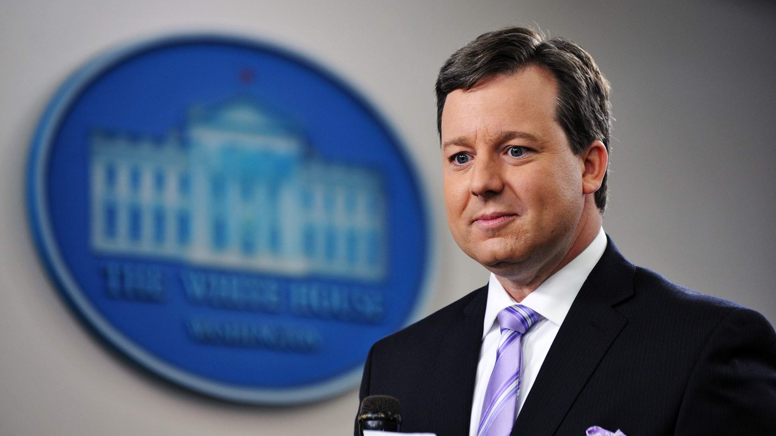 Fox News White House correspondent Ed Henry prepares to do a stand-up December 8, 2011 in the Brady Briefing Room of the White House in Washington, DC. (MANDEL NGAN/AFP via Getty Images)
