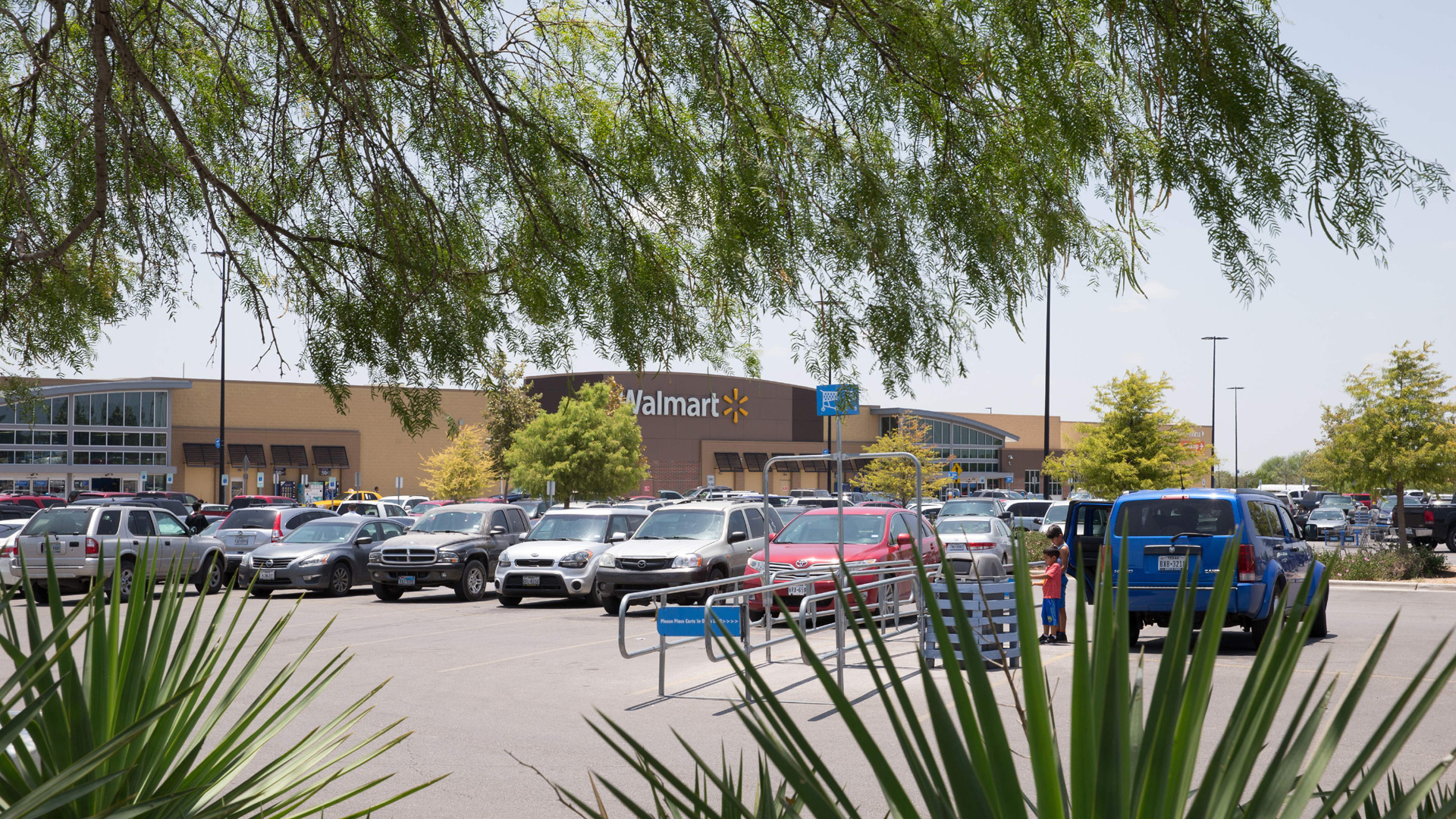 Walmart to turn 20 of its parking lots into drive in movie ...