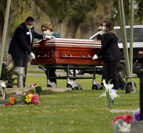 Wanda DeSelle, a victim of COVID-19, is laid to rest in Madera, Calif. A new study says the official count of coronavirus-related deaths in the U.S. may be off by 28%.(Carolyn Cole / Los Angeles Times)