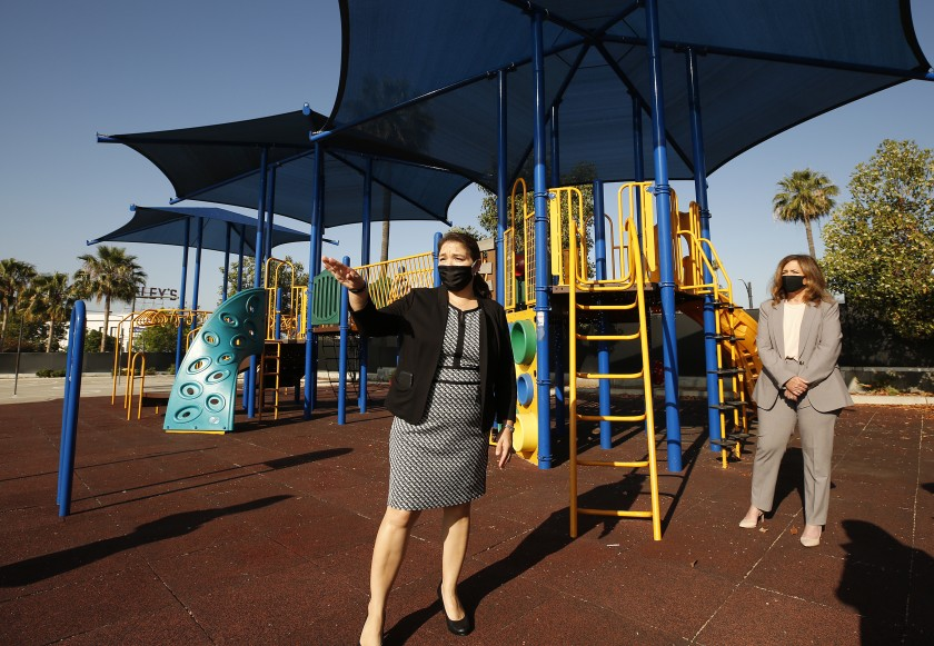 Principal Perla Chavez-Fritz, left, of Cerritos Elementary in Glendale walks through her campus in late May with county schools Supt. Debra Duardo.(Al Seib/Los Angeles Times)