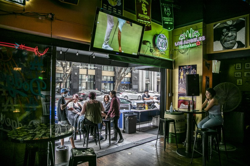 A bar in downtown Los Angeles.(Robert Gauthier / Los Angeles Times)