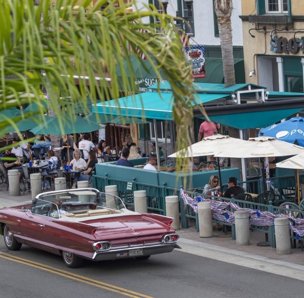 Restaurants and other businesses in Orange County are not required to tell customers about coronavirus cases among staff.(Allen J. Schaben / Los Angeles Times)