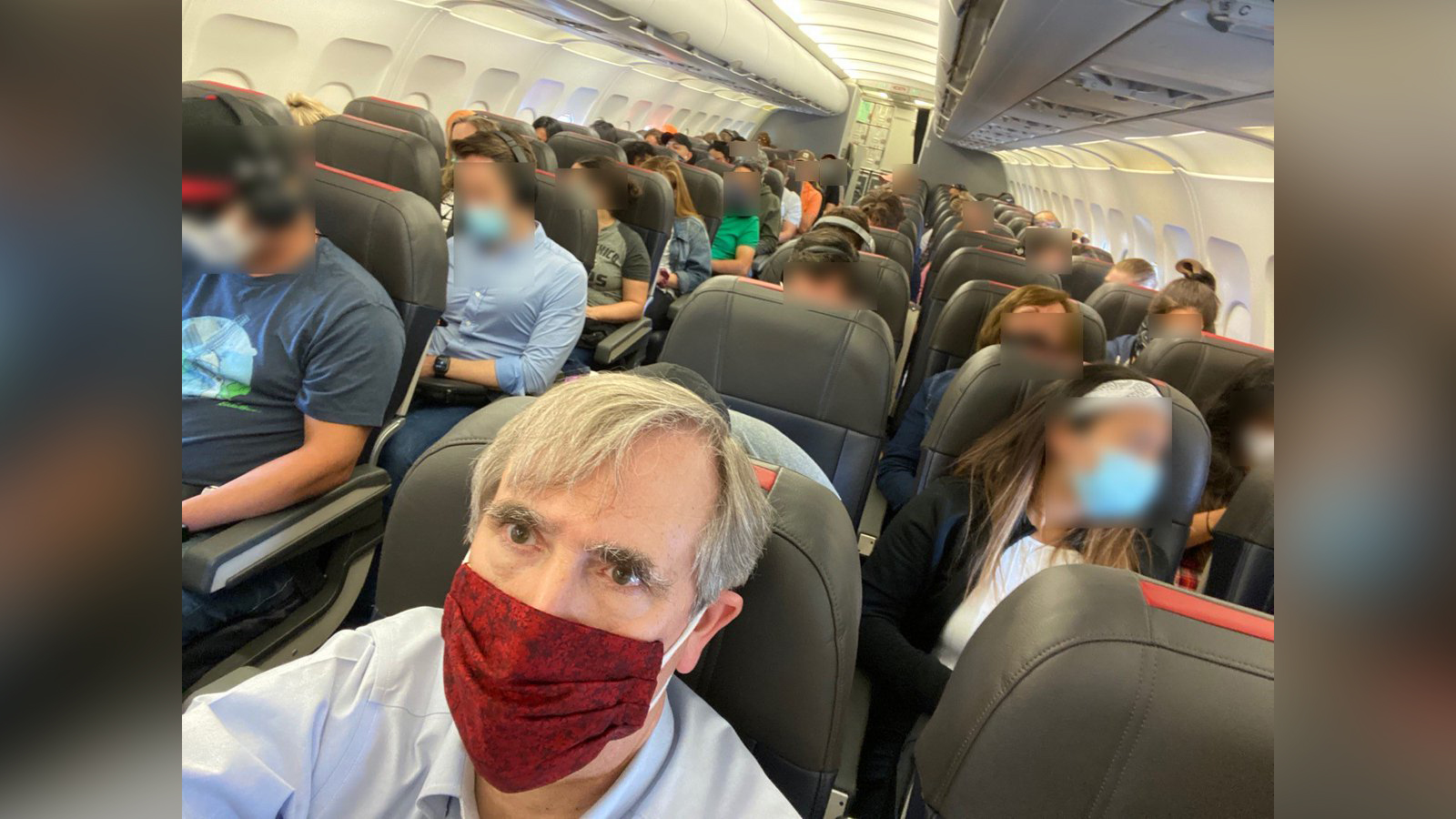 Senator Jeff Merkley takes a picture of a crowded American Airlines flight. (Senator Jeff Merkley via Twitter)
