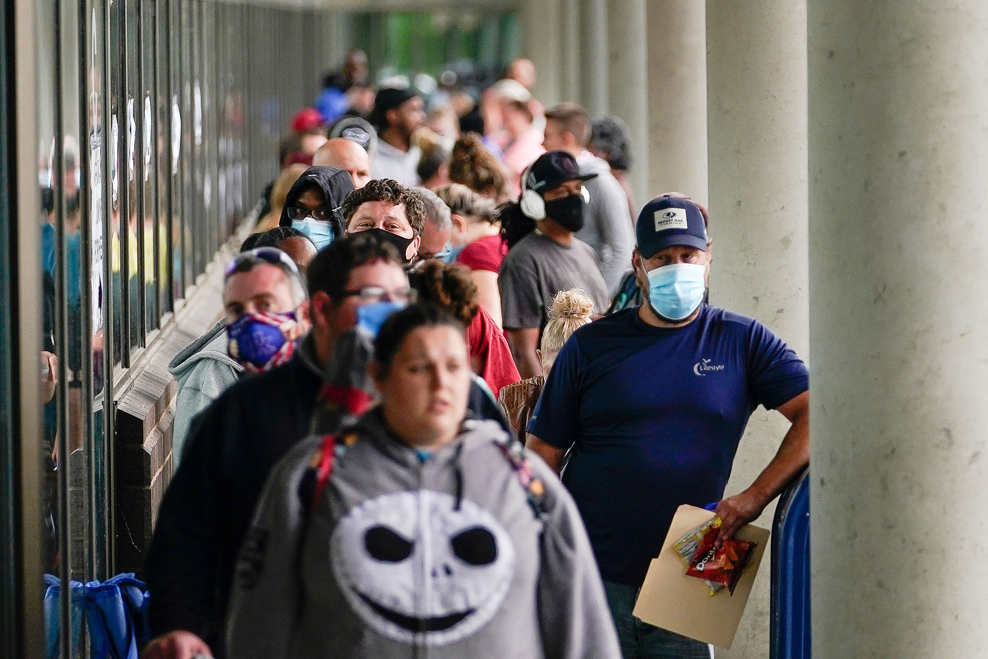 Hundreds of people line up outside a Kentucky Career Center hoping to find assistance with their unemployment claim in Frankfort, Kentucky, U.S. June 18, 2020. (REUTERS/Bryan Woolston)
