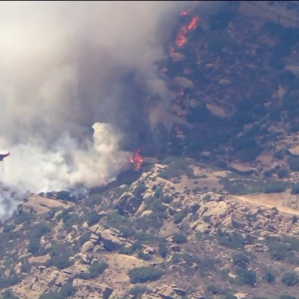 The Shirley Fire on July 31, 2020, in Simi Valley. (KTLA)