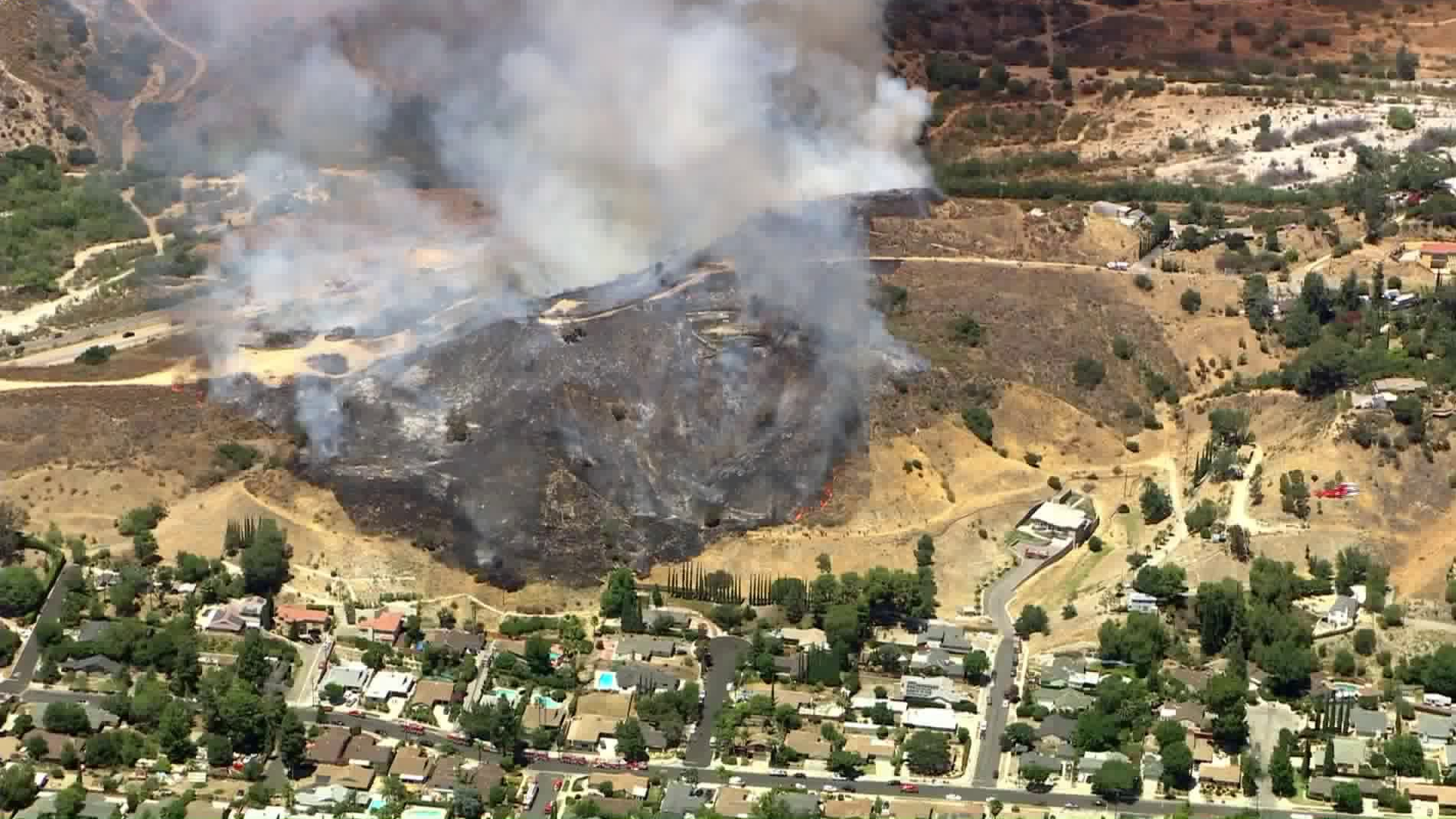 A brush fire burns in Sunland on July 31, 2020. (KTLA)