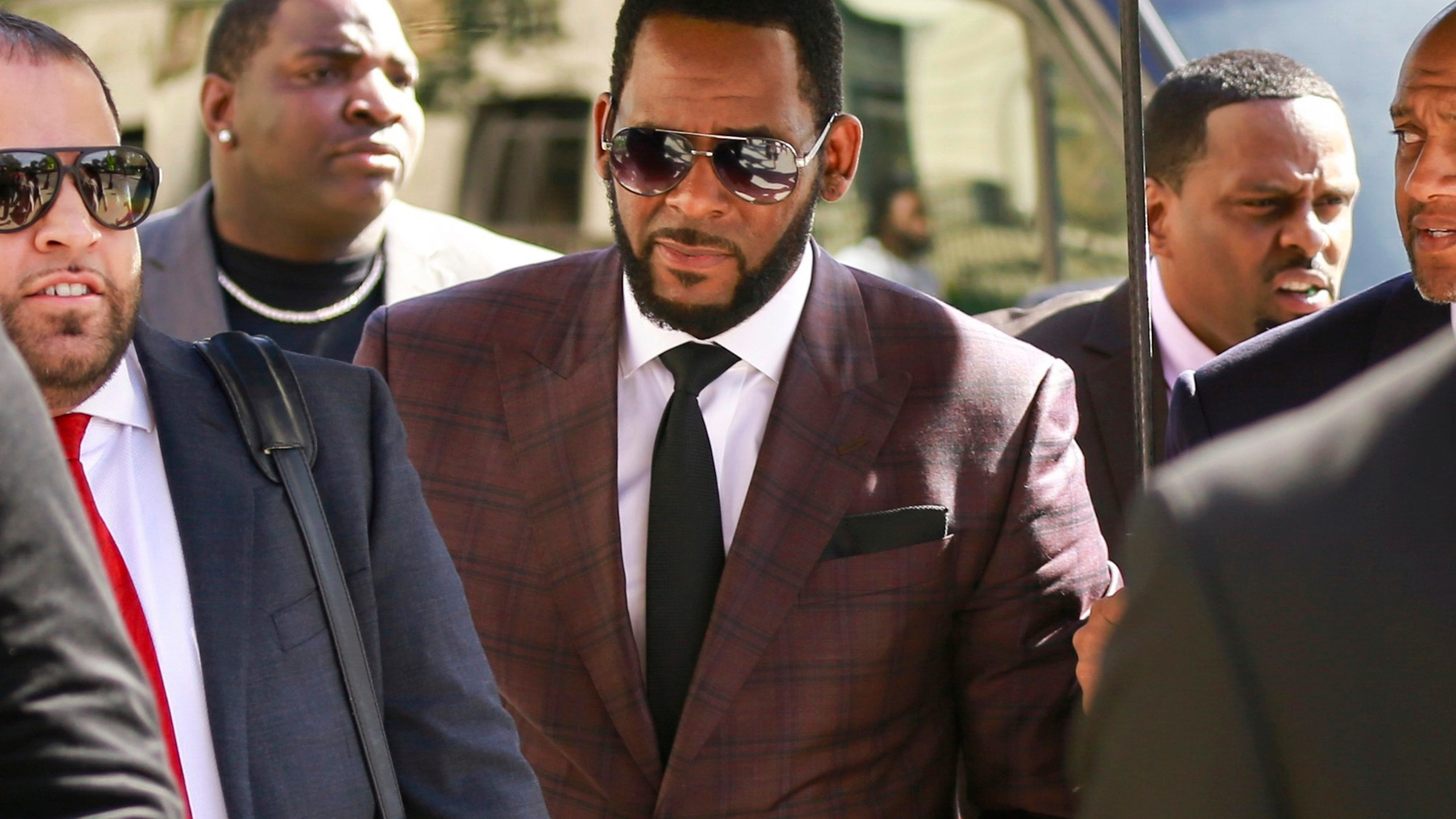 R&B singer R. Kelly, center, arrives at the Leighton Criminal Court building for an arraignment on sex-related felonies in Chicago on June 26, 2019. (Amr Alfiky/Associated Press)