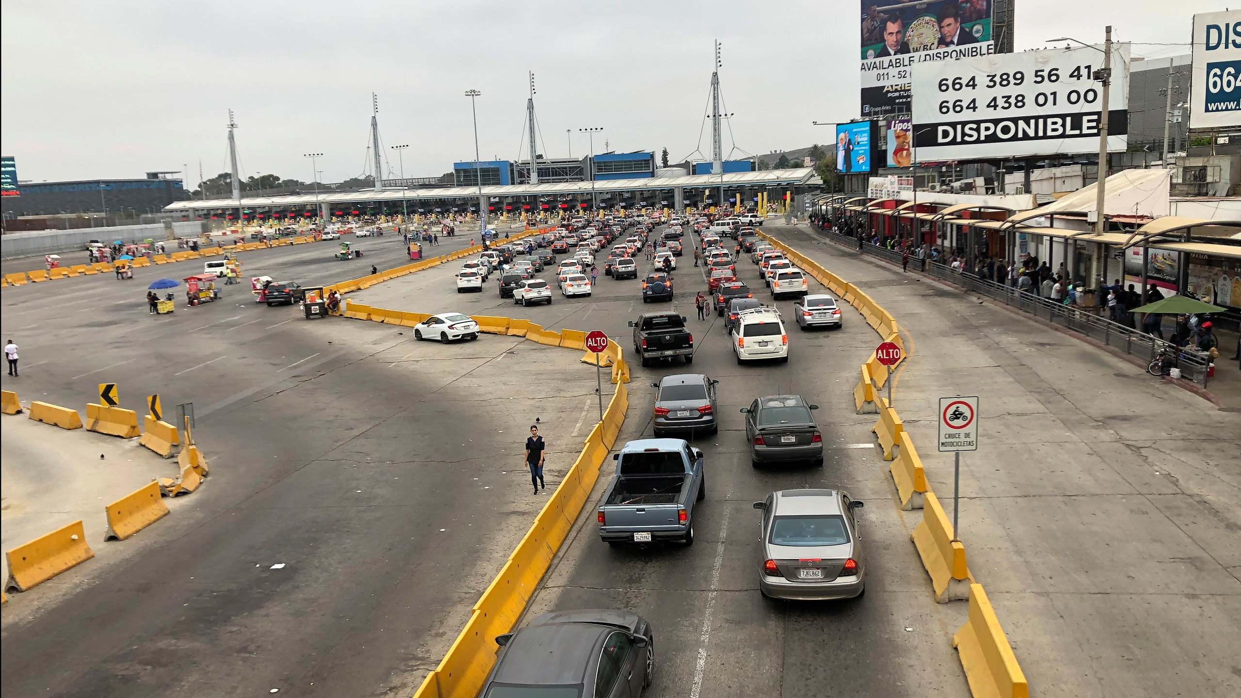 Cars wait in line to enter the U.S. at San Diego's San Ysidro border crossing on Aug. 25, 2020, in Tijuana, Mexico. (Elliot Spagat / Associated Press)