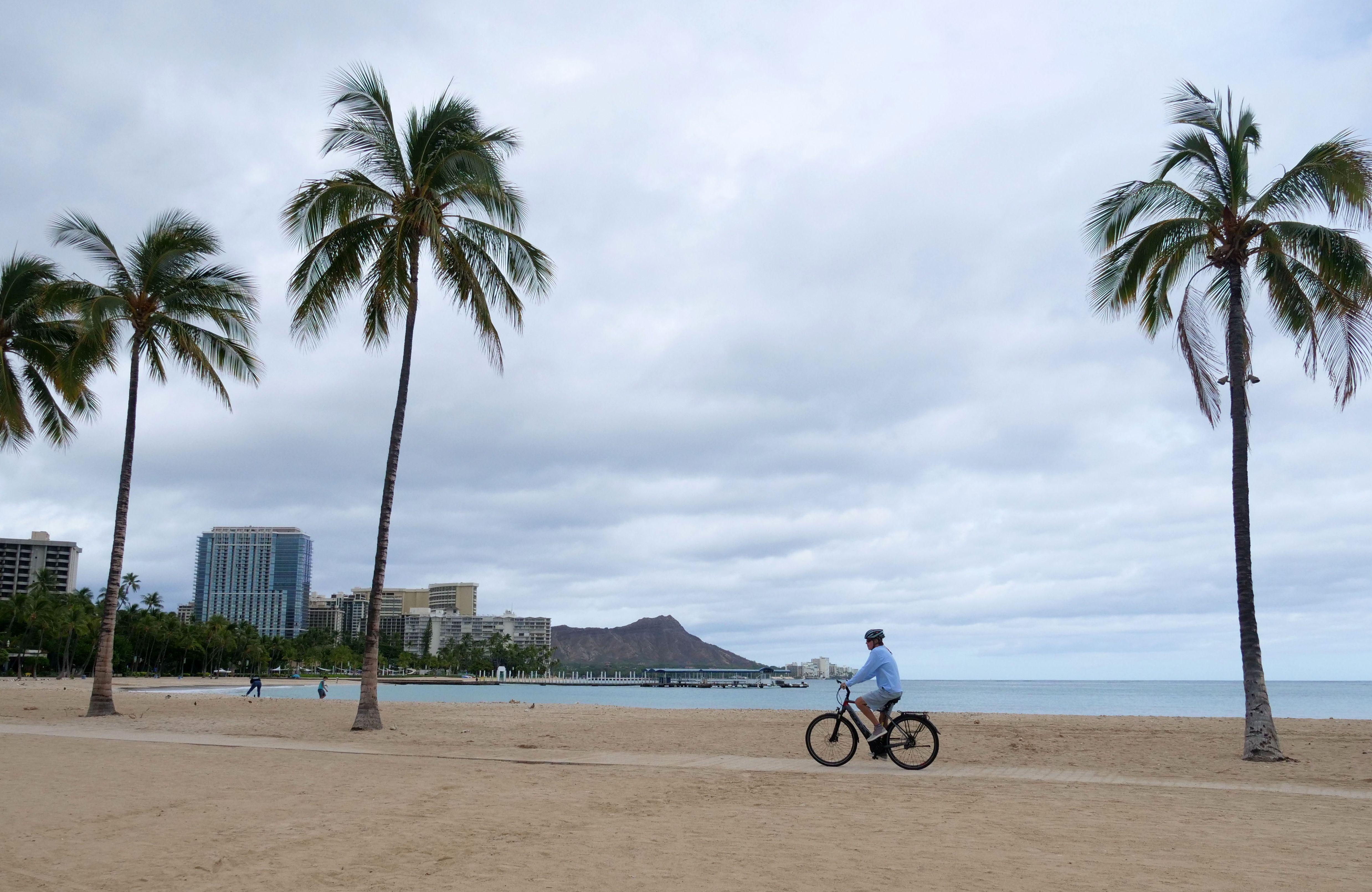 Hawaii reinstates 14-day inter-island travel quarantine ...