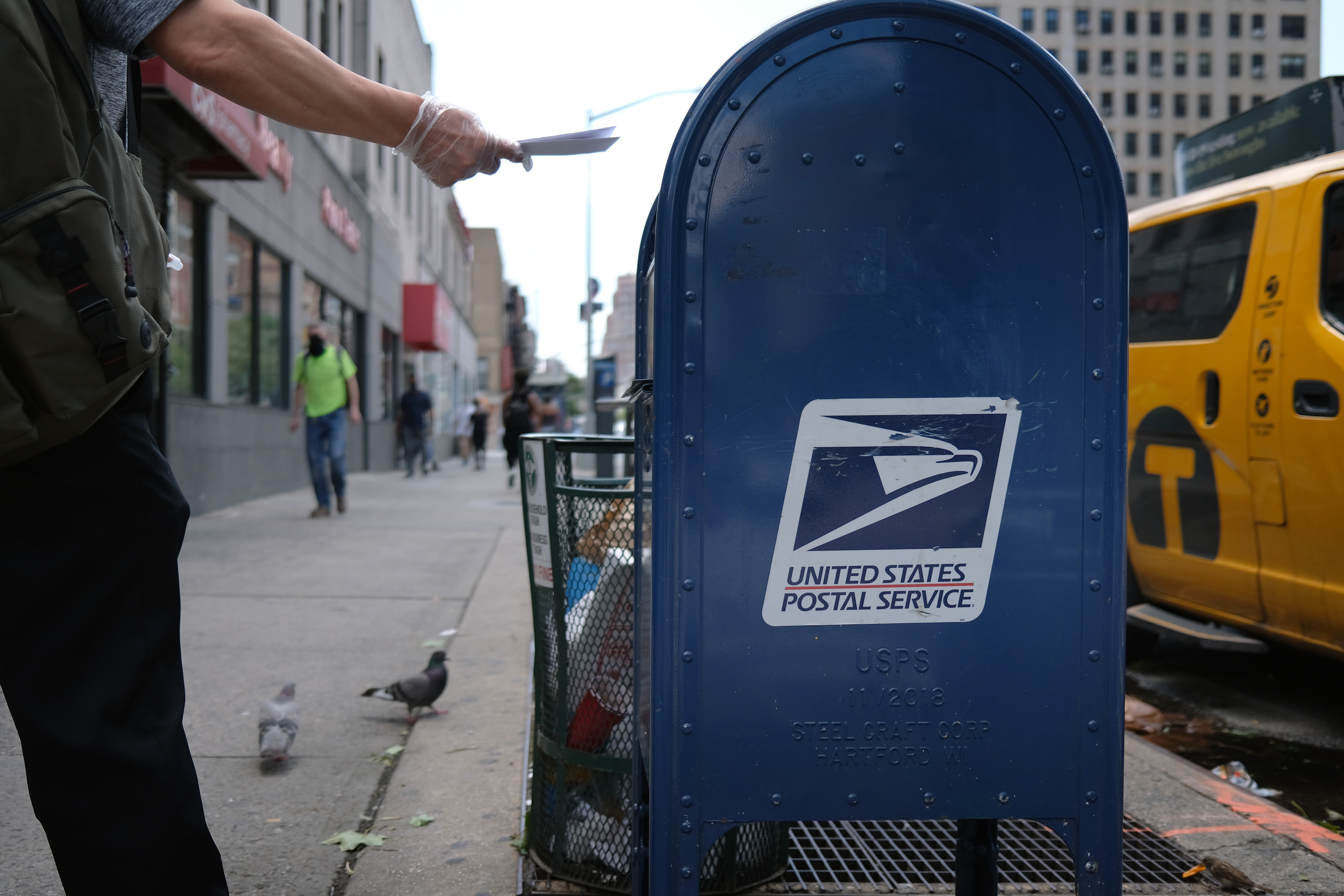 Wh Chief Of Staff Says Usps Won T Dismantle Sorting Machines