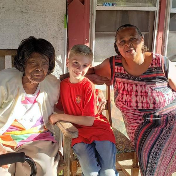 Greyson, center, with two women who received gift cards through his organization, Helping Footprint. (Stevie Winfield)