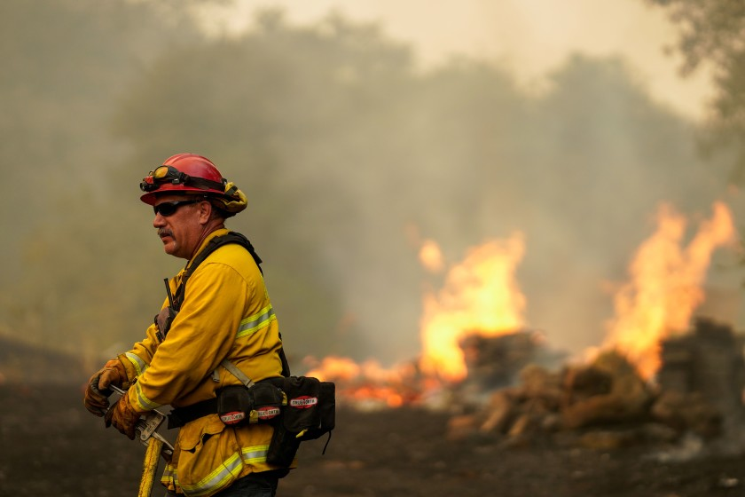 A firefighter along Solar Hills drive during the Hennessy Fire on Wednesday, Aug. 19, 2020 in Vacaville, CA. (Kent Nishimura / Los Angeles Times)