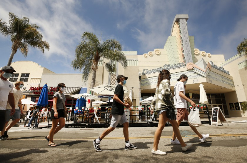 Shorts and T-shirts will be the wardrobe this weekend as a heat wave is expected to hit much of the region. (Al Seib / Los Angeles Times)