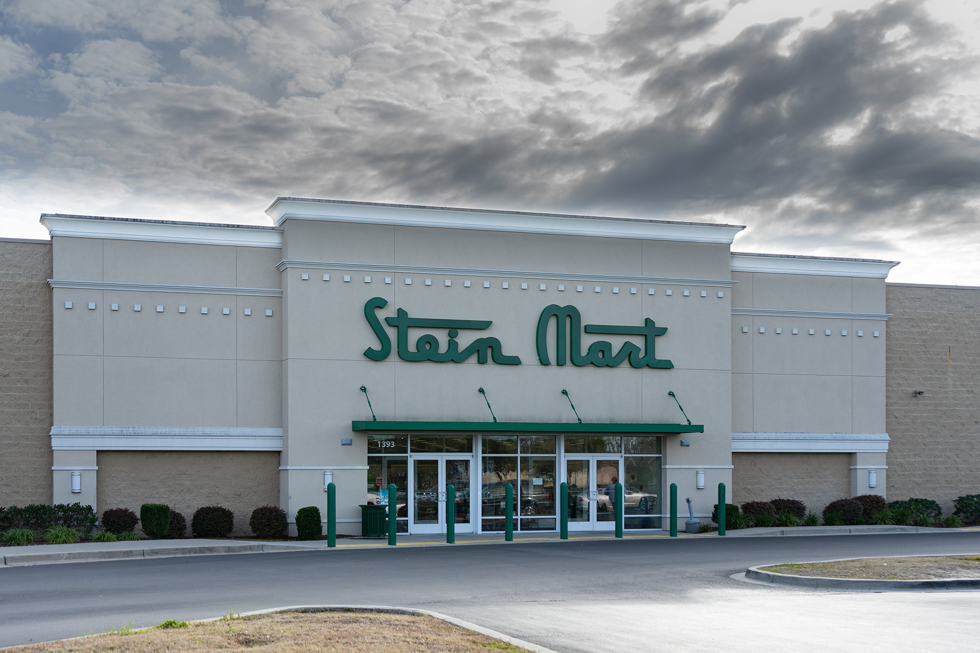 Stein Mart files for bankruptcy and will close most of its 300 stores. (Chris Perello/Shutterstock via CNN Wire)