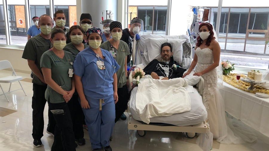 Health care workers at San Antonio Methodist Hospital alongside Carlos Muniz and Grace Leimann after their wedding in the hospital. (Methodist Healthcare via CNN)