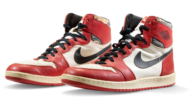 Leve información Trastornado  Pair of Nikes worn by Michael Jordan sell for record-breaking $615,000    KTLA