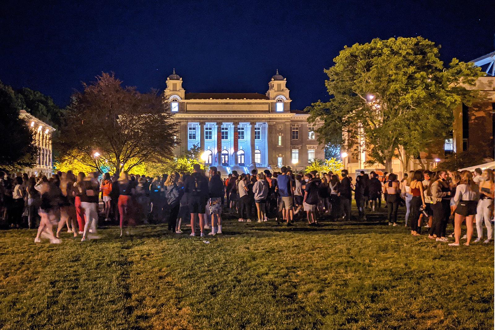 Students gathering on the Syracuse University campus on Wednesday Aug. 19, 2020, in Syracuse, NY. (Walter Freeman via AP)