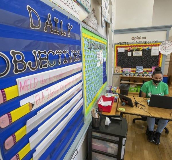 Gladys Alvarez, a fifth grade teacher at Manchester Avenue Elementary School in South Los Angeles, talks to her students via Zoom during a meet-and-greet on Aug.19, 2020. (Mel Melcon/Los Angeles Times)